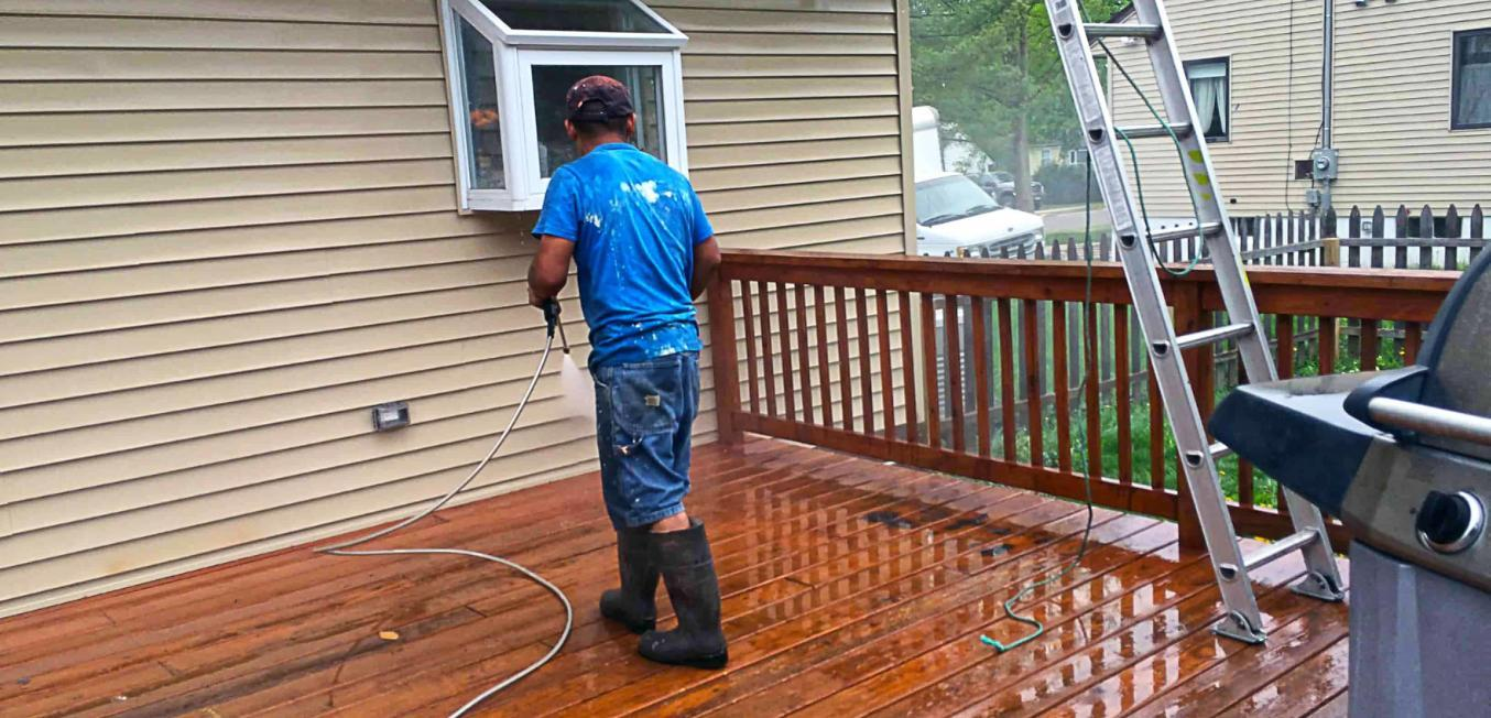 73104-after-power-washing-right-side-decking