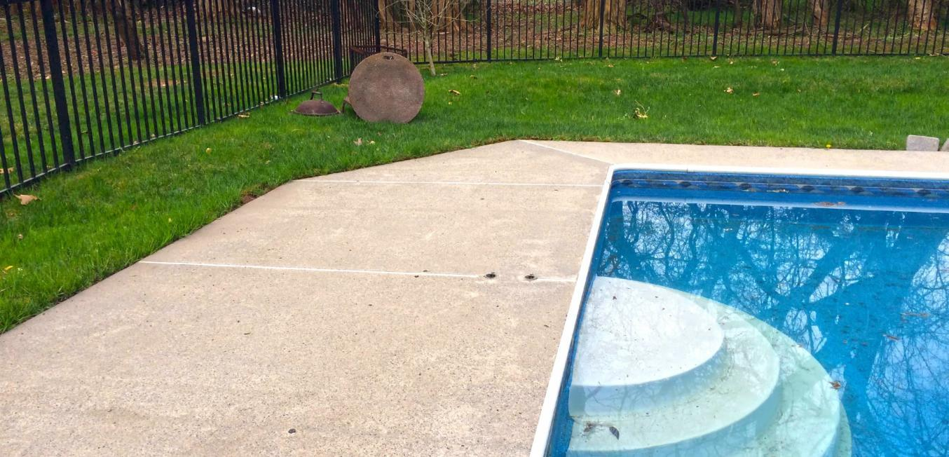 74702-after-power-washing-pool-step-area